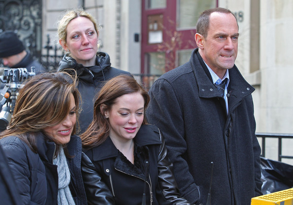 Rose McGowan, Mariska Hargitay and Christopher Meloni film scenes for 'Law & Order: SVU' on the Upper West Side on New York City. Between takes Rose danced a little jig to entertain herself.