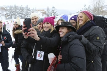 Chelsea Handler Celebrities Join the Women's Rights Protest at the 2017 Sundance Film Festival