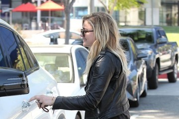 Chloe Grace Moretz Chloe Grace Moretz & Brooklyn Beckham Out In Beverly Hills