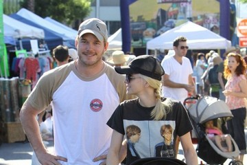 Chris Pratt Anna Faris and Her Family Check Out the Farmers' Market