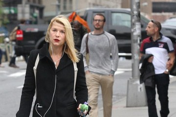 Claire Danes Claire Danes Walks Her Dog in NYC