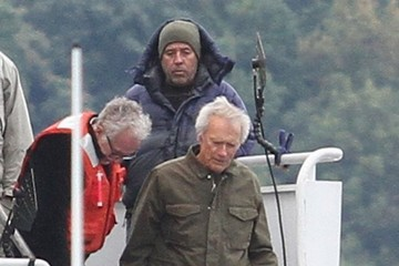 Clint Eastwood Stars Perform on the Set of 'Sully'