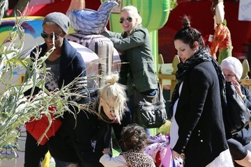 Coco Kanal Gwen Stefani Hangs Out with Her Family