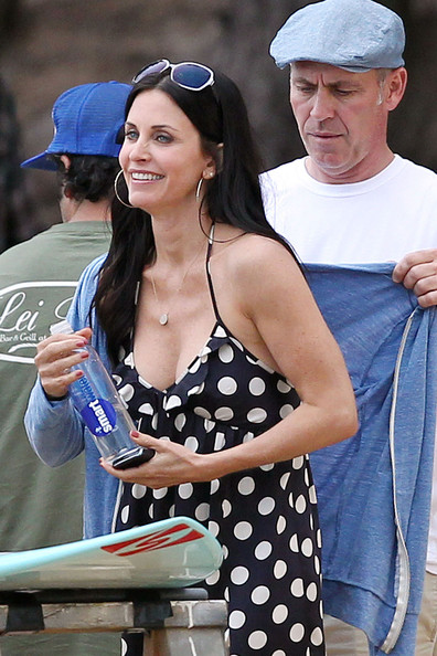 Courteney Cox is spotted on set of Cougar Town in Hawaii. Cox was wearing a black & white polka dot dress. Also on set was Dan Byrd who plays her son Travis.