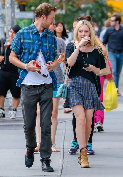 Dakota Fanning & Jamie Strachan Out For A Stroll In NYC