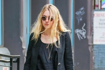 Dakota Fanning Dakota Fanning Running Errands in NYC