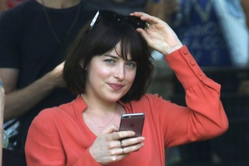 Dakota Johnson Stars on the Set of 'How To Be Single'