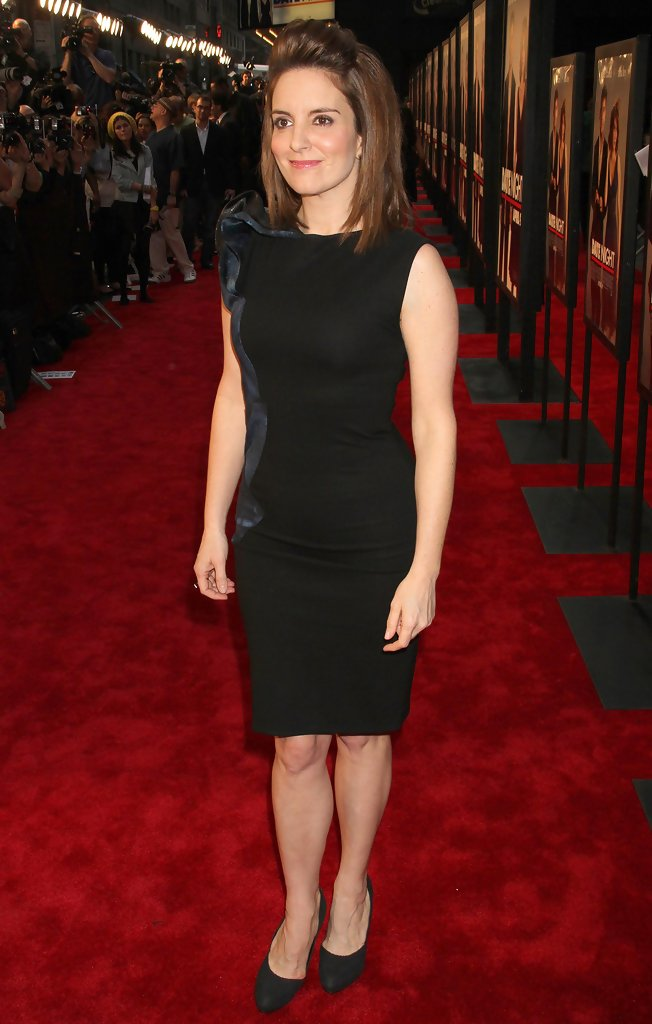 who is tina fey dating It's difficult to imagine a time when tina fey wasn't, well, the tina fey, but when her comedic hit mean girls hit theaters in 2004, she was far from being the beloved and recognizable.