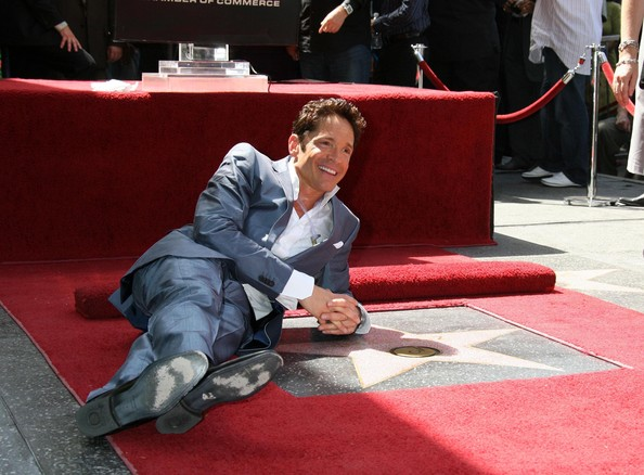 http://www3.pictures.zimbio.com/fp/Dave+Koz+Hollywood+Walk+Fame+Ceremony+FE2CXrzQ9gdl.jpg