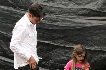 David Arquette Coco Arquette David Arquette And Takes Daughter Coco To Mr. Bones Pumpkin Patch