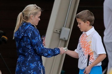 Deacon Phillippe Reese Witherspoon Takes Son Deacon to Golf Practice