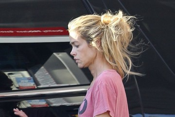 Denise Richards Make-Up Free Denise Richards Stopping To Get Gas