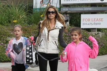 Denise Richards Denise Richards Takes Her Girls to the Farmers Market