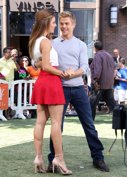 Derek Hough Stops by 'Extra' []