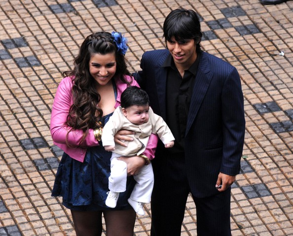 aguero signs family man aguero with wife sergio kun aguero wife