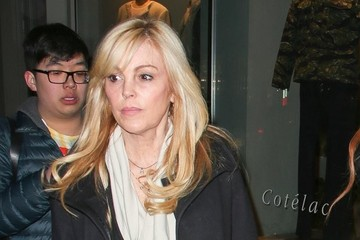 Dina Lohan Lindsay Lohan Leaves Her NYC Apartment