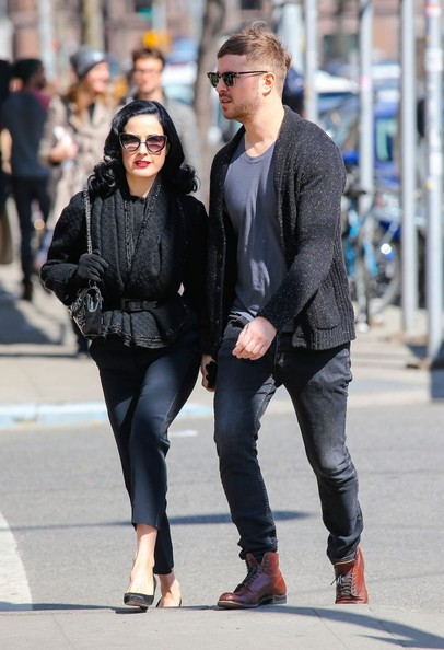 f687a0c7b419 Dita Von Teese   Her Boyfriend Out For A Romantic Stroll In New York City