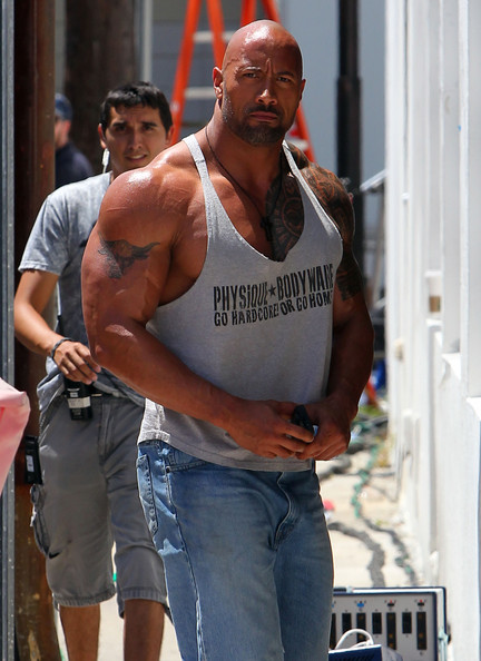 Dwayne Johnson Pictures Dwayne Johnson Shows Of His Huge Muscle -