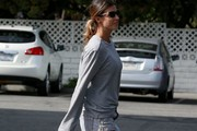 Actress and Italian showgirl, Elisabetta Canalis was spotted grocery shopping at Bristol Farms in Hollywood, California on April 7, 2017. Her daughter Skyler Eva Perri was along for the outing and can be seen digging for gold deep in her nose.