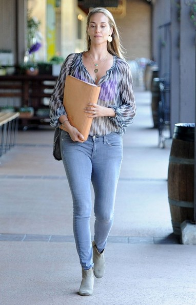 Elizabeth berkley photos photos elizabeth berkley out for lunch elizabeth berkley out for lunch voltagebd Image collections