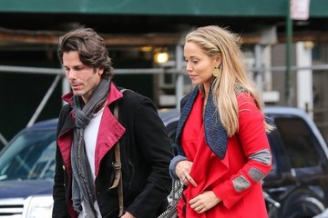 Elizabeth Berkley Elizabeth Berkley & Greg Lauren Share A Smooch In NYC