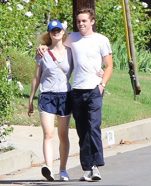Elle Fanning And Boyfriend Elle Fanning Goes Out ...