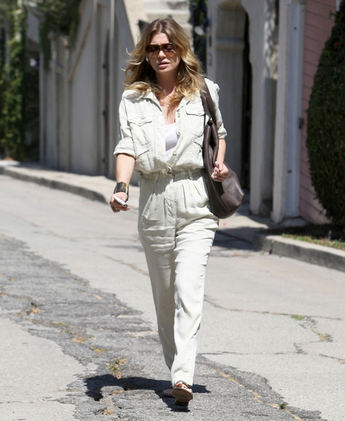 Ellen Pompeo - Ellen Pompeo Leaving Her House In Los Feliz