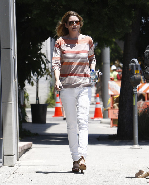 http://www3.pictures.zimbio.com/fp/Ellen+Pompeo+Ellen+Pompeo+Out+Hollywood+3AemAKXGmqTl.jpg