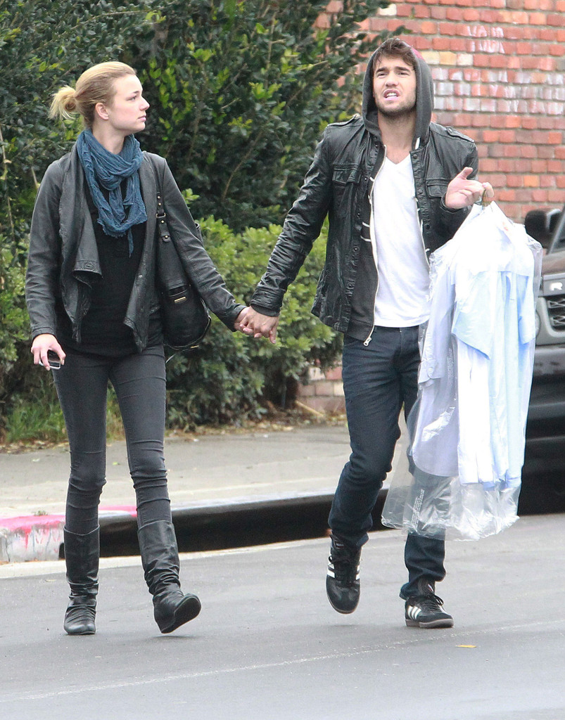 Emily VanCamp in Emily VanCamp And Joshua Bowman Out ...