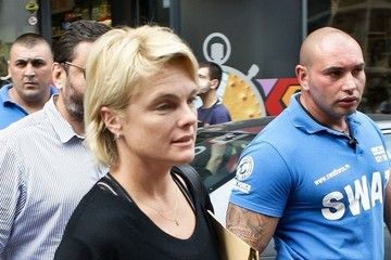 Erika Eleniak Erika Eleniak Arrives in Bucharest