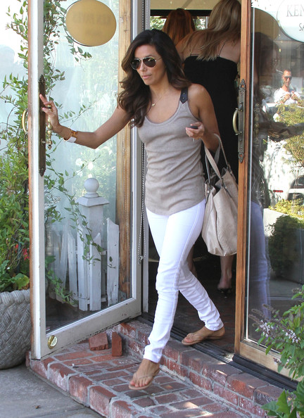 Eva Longoria - Eva Longoria is All Smiles at Ken Paves Salon