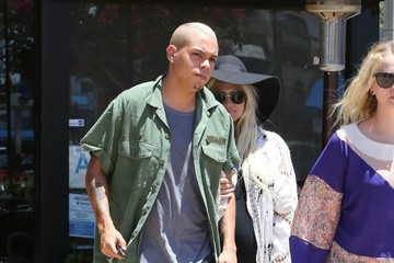 Evan Ross Pregnant Ashlee Simpson & Evan Ross Lunch in Studio City