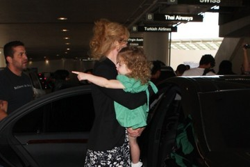 Faith Urban Nicole Kidman and Family Arrive at LAX