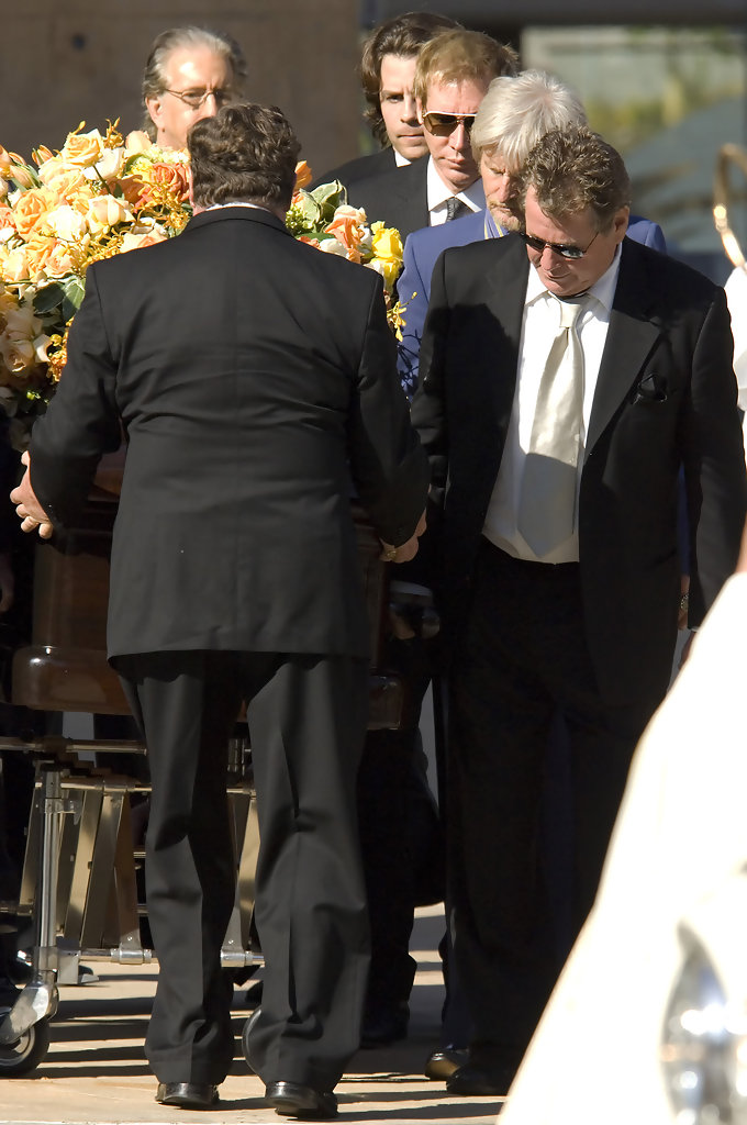 Gallery images and information farrah fawcett funeral jaclyn smith