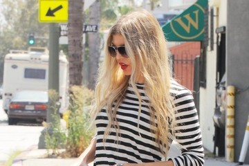 Fergie Fergie Heads to a Studio in Hollywood