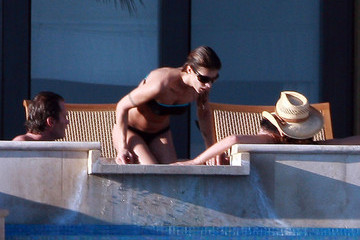 Cindy Crawford Randy Gerber George Clooney & Elisabetta Canalis Vacationing In Mexico With Cindy Crawford