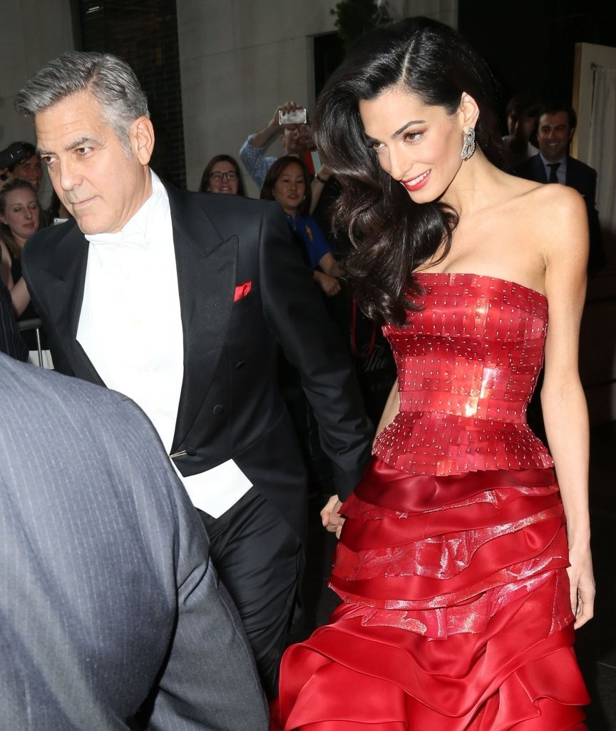 George Clooney at the Met Gala 4th May 2015 - Page 2 George+Clooney+Stars+Head+2015+MET+Gala+HWkzikEPiFGx
