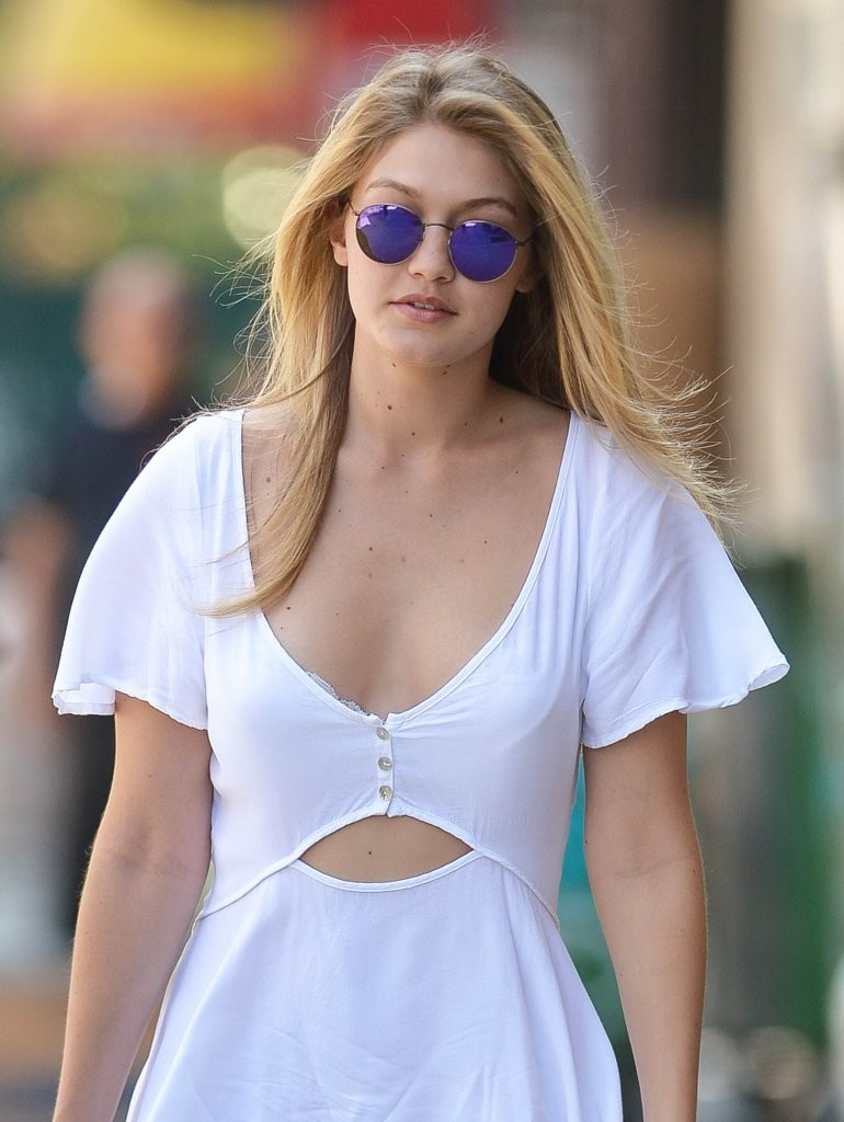 Gigi Hadid Photos Photos Gigi Hadid Lunches With Friends