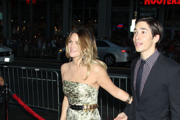 """Drew Barrymore Justin Long """"Going The Distance"""" Los Angeles Premiere - Arrivals"""