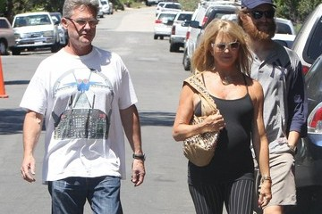 Goldie Hawn Kurt Russell and Goldie Hawn Check out Their House in Brentwood