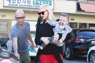 Gwen Stefani Gwen Stefani Takes Apollo to Acupuncture