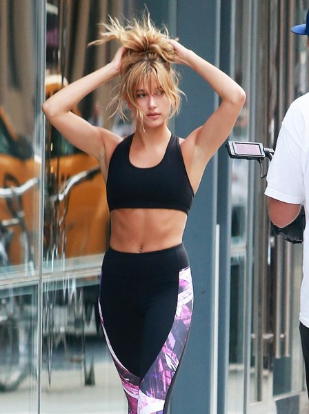 Hailey Baldwin Workout Outfits