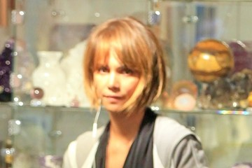 Halle Berry Halle Berry Shops for Exotic Rocks in West Hollywood