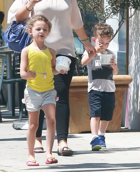 Nicole Richie and her kids Sparrow and Harlow jet out of Sydney ...