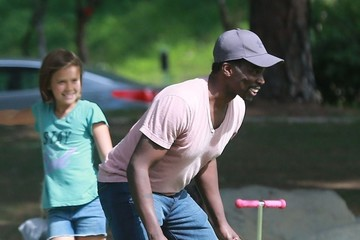 Harold Perrineau Jessica Alba Takes Her Daughters to the Park