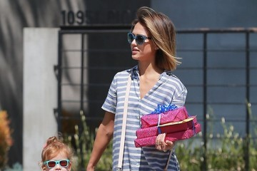 Haven Warren Jessica Alba Takes Her Daughter to a Birthday Party