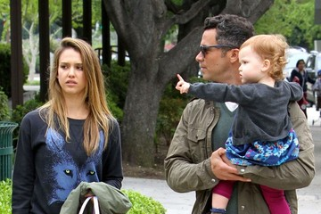 Haven Warren Jessica Alba And Family Go To The Park