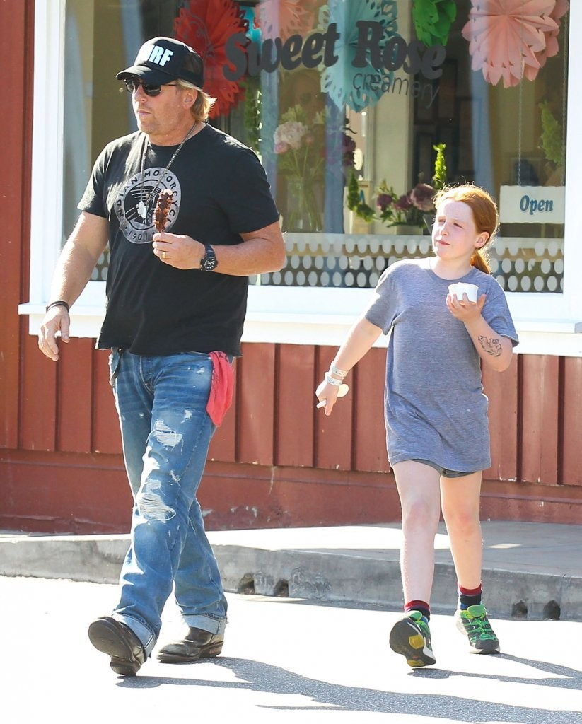 Matthew Carnahan Photos Photos - Helen Hunt Takes the ... Avril Lavigne Boyfriend