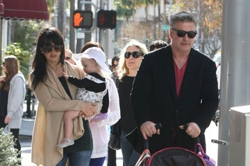 Hilaria Baldwin Alec Baldwin Gets Lunch with His Family