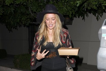 Hilary Duff Hilary Duff Grabs Dinner in West Hollywood